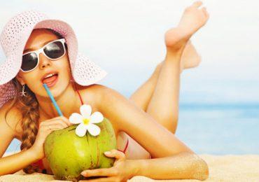 Uống nước dừa tươi khi bụng đối nên hay không?