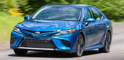 Apple Car Play nâng giá cao cho Toyota Camry 2019