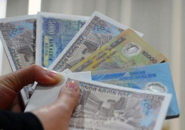 Vấn nạn đổi tiền lẻ mới trước Tết khiến nhân viên ngân hàng đau đầu