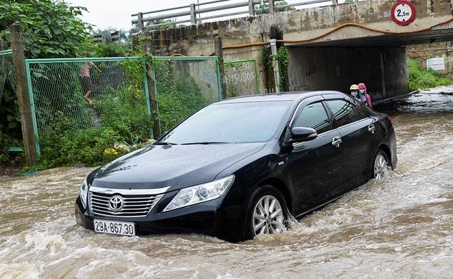 Mùa mưa cần kiểm tra chi tiết nào thường xuyên trên xe ô tô?