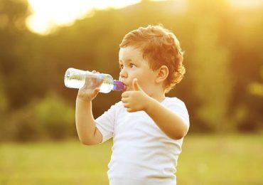 Trẻ nhỏ cần bao nhiêu nước mỗi ngày là đủ?
