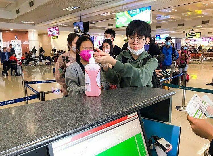 Tại sao du khách phải rửa tay tại sân bay?