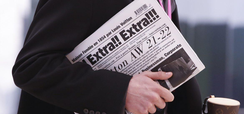 Louis Vuitton ra mắt túi xách hình tờ báo giá 50 triệu đồng