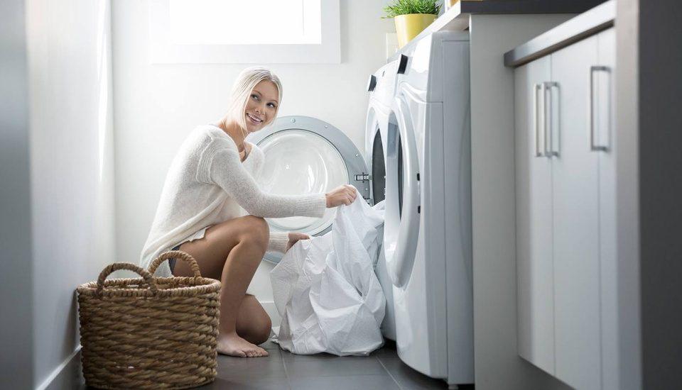 Khi giặt quần áo cần tránh những sai lầm này